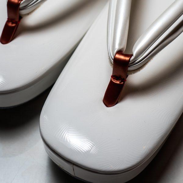 [女物]牛革 エナメル 銀杏文様 型押し 六角草履(M) KL1499-M